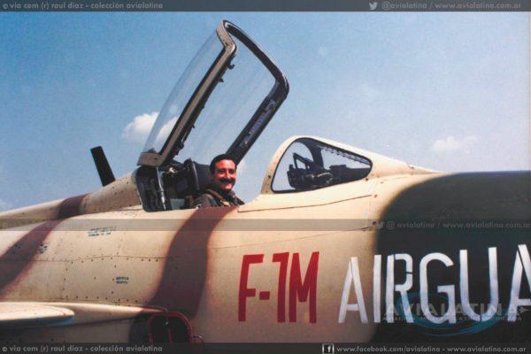 El My Diaz, entonces Jefe del Escuadrón 55 luego del primer vuelo en el F-7M