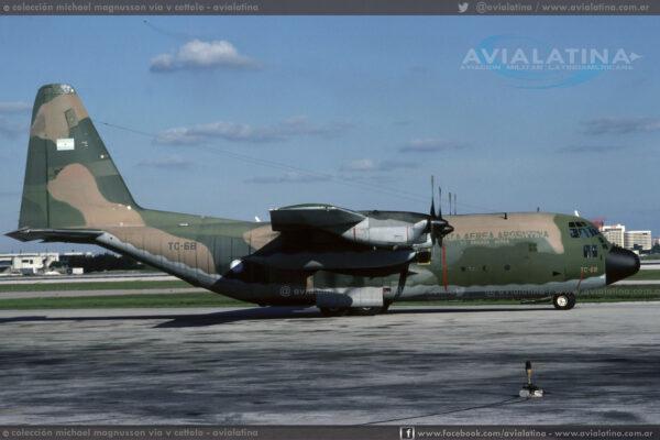 """TC-68, indicativo """"Litro 1"""", primer aparato de la FAA en arribar tras la recuperacion de las islas"""