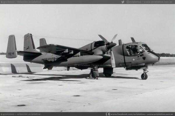 Recién convertido a OV-1D, sobre la plataforma de Grumman en Stuart en Dic74. (Grumman)