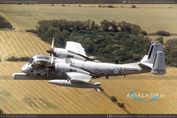 En vuelo en las afueras de Buenos Aires, durante una misión de entrenamiento radar. (Javier Mosquera)