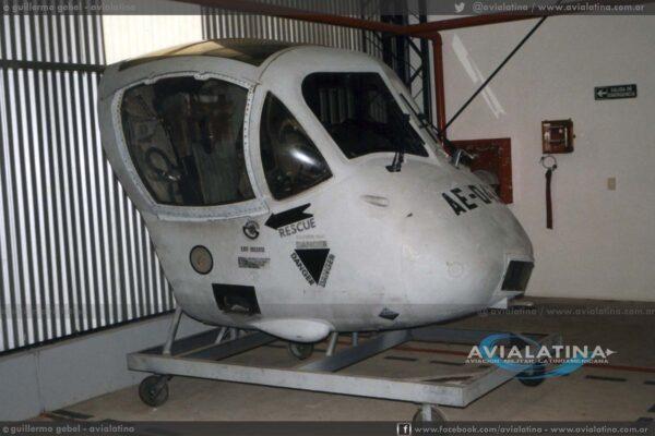 La sección de cabina del 995 fue adaptada como CPT (Cockpit Procedure Trainer) y matriculado como AE-043. (Guillermo Gebel)