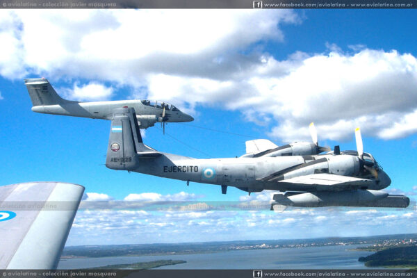 """El AE-025 junto a los Pucará del Grupo 3 de Ataque en el Ejercicio """"Yaguareté"""", durante May06. (III Br.Aé. - Col J. Mosquera)"""