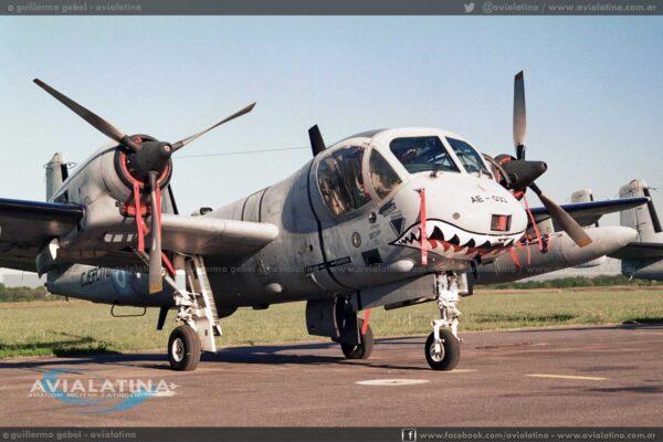 El AE-033 fue el segundo OV-1D en llevar la boca de tiburón. (Guillermo Gebel)